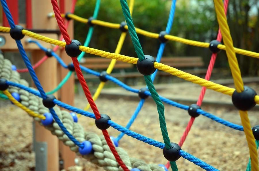 Rede de proteção em playground: