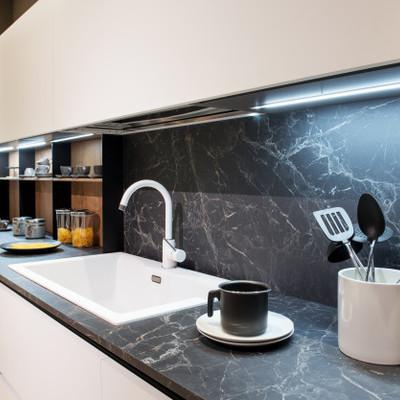 Assentar revestimentos com mármore ou granito