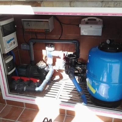 Consertar motores e reparar vazamentos em piscinas
