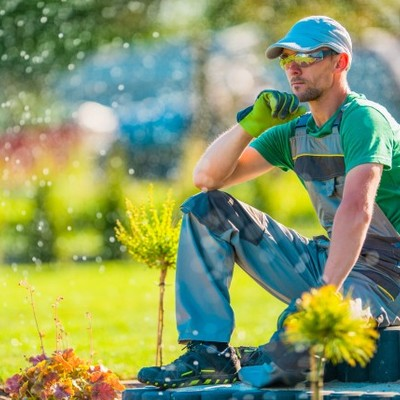 Contratar jardineiro para instalar sistema de irrigação