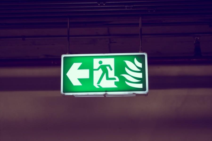 Instalar sinalização de emergência