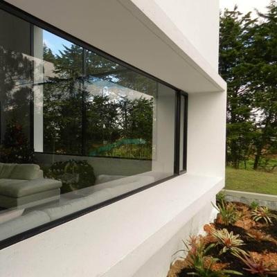 Isolamento acústico em portas e janelas