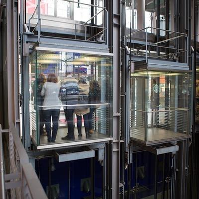 Manutenção em elevadores de condomínio