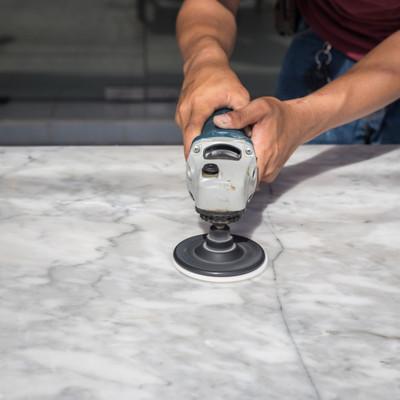 Polimento de mármore ou granito