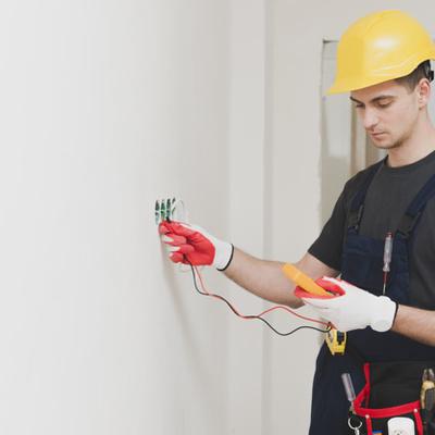 Trocar tomadas, interruptores e pontos de luz e energia