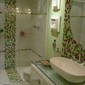 banheiro de quarto de suite de casal