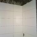 banheiro revestido com rv ártico White lux 30x60 Portinari