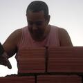 construção de muros e casas