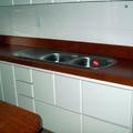Cozinhas com tampo de madeira .