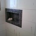 decoração de pastilha moisaico  banheiro suite