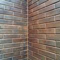 Encontro de paredes em tijolo de solo cimento