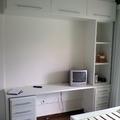 Escrivaninha, armário e torre para quarto