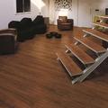 piso laminado e escada  de laminado