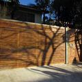 Portão madeira com quadro de ferro