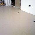 sala com porcelanato polido 80x80 colocado  área 50 metro quadrado