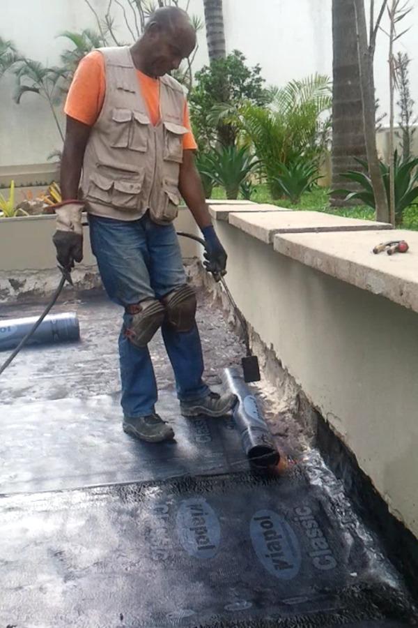 Aplicaçao de manta asfaltica.