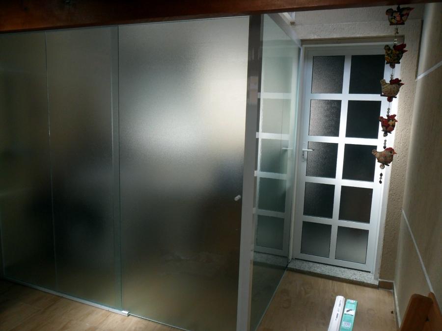 Box e porta em vidro temperado.
