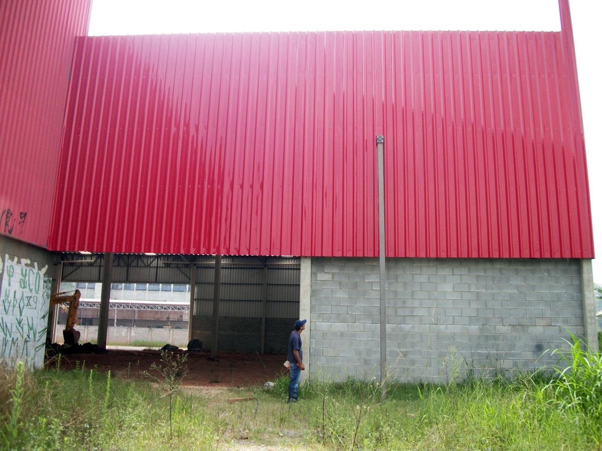 Galpão 5.000m² Misto Pilares pré moldados e Cobertura metálica
