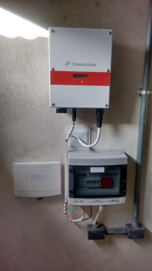 Instalação sistema de energia solar - inversor Canadian