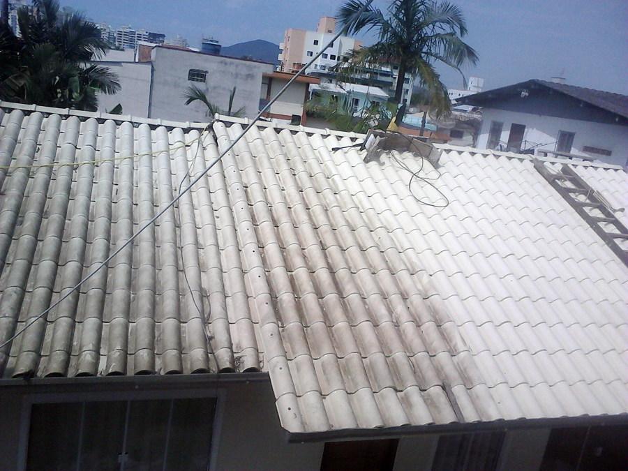lavando telhado