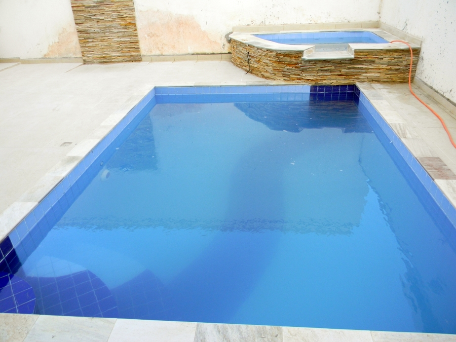 piscina de azulejo