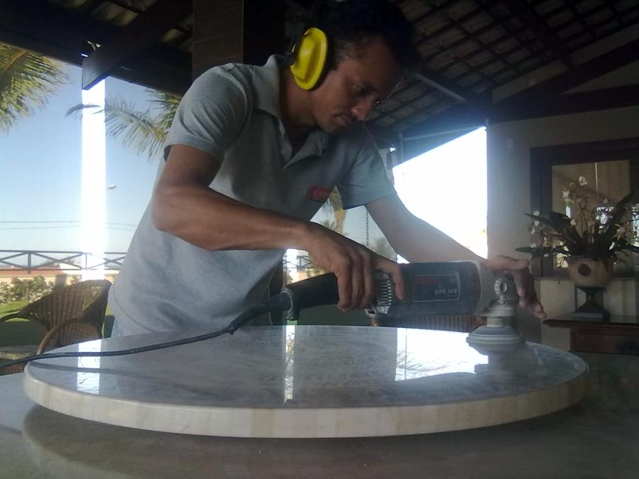 Polimento de tampos e bancadas de mármores e granitos