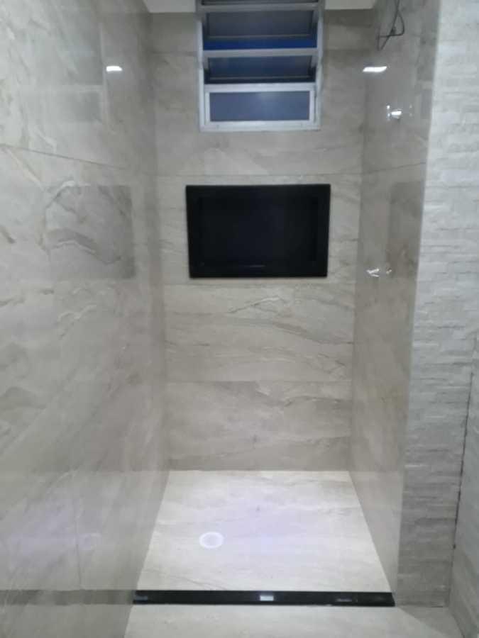 Colocação  de  piso porcelanato  e  paredes