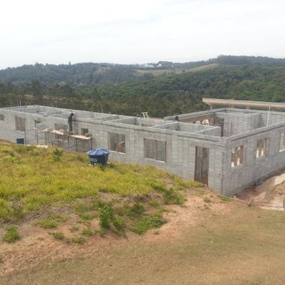 Casa Terrea quatro Suítes com Blocos de Encaixe