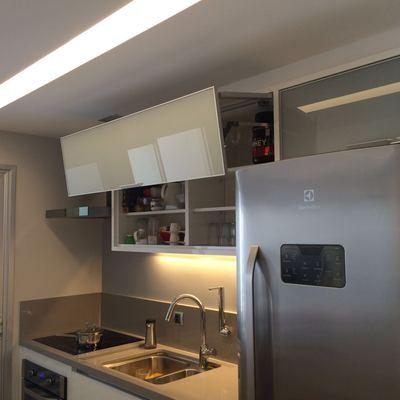 Cozinha com portas de perfil