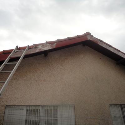 Beiral do telhado.