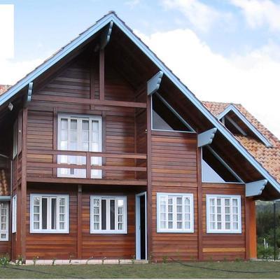 Casa com dois pavimentos, 212m².