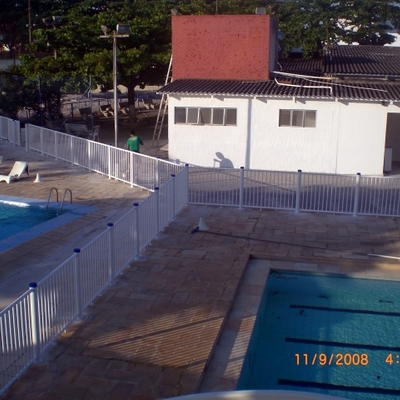 cercamento de piscina do Tenis Clube em Macaé
