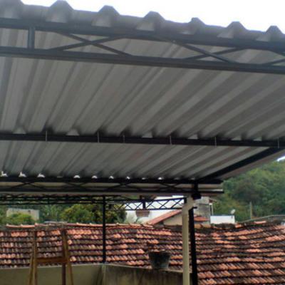cobertura com estrutura de ferro U com telhas galvanizado