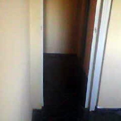 colocação de piso e porta sifonada