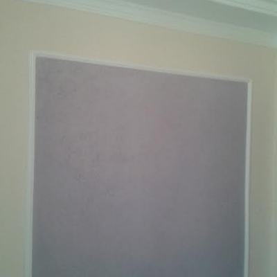 Cordao de gesso   com grafiato embutido na parede