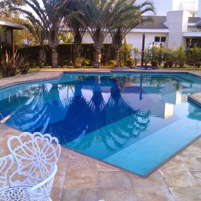 piscina e deck, spa, pergolado, casa de madeira e outros