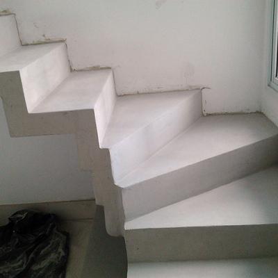 Escada em concreto aparente