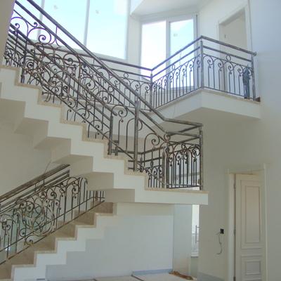 Escada em ferro trabalhado