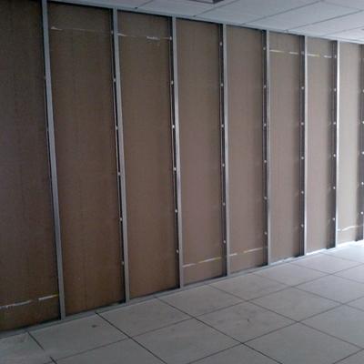 Estruturação de divisória em drywall