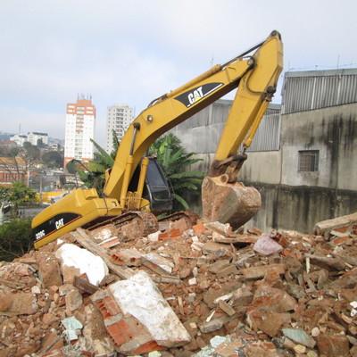 Fazemos serviço de demolição e removemos o material