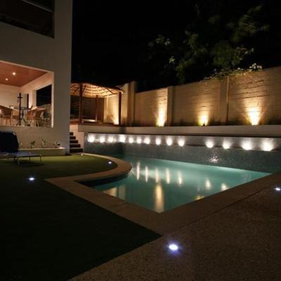 iluminação decorativas em piscinas