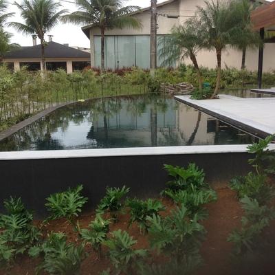 Projeto e execução de Piscina e Paisagismo em residencia do condomínio Hanga Hoa, Bertioga.