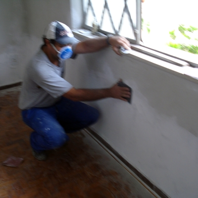 Lixamento de parede que foi amaciada.