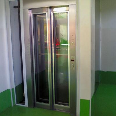 Porta de elevador acristalada
