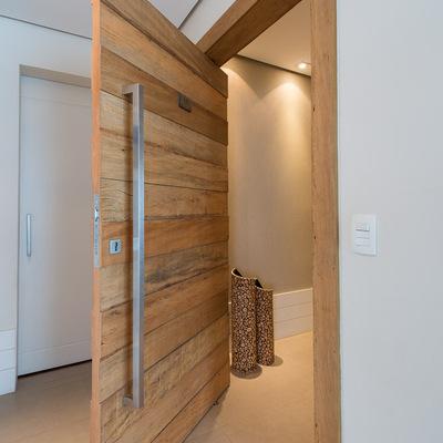 Porta de entrada em madeira de demolição 2