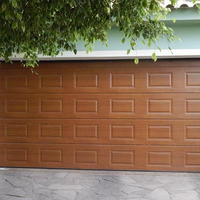 Portão seccionado almofadado cerejeira