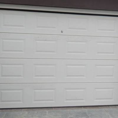 Portões seccionados almofadado branco