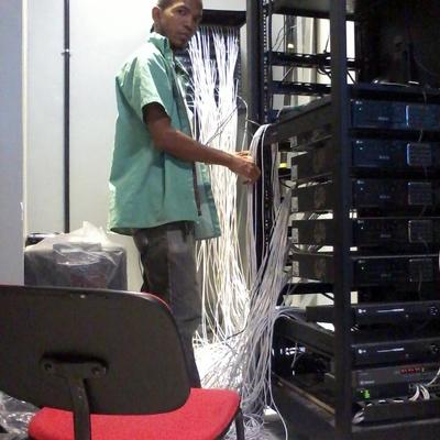 rack de 145 cameras mais interfonia e servidor de rede