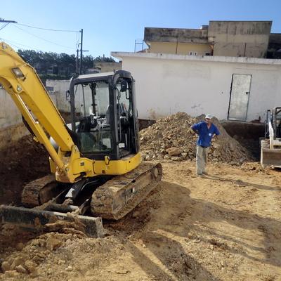 terraplanagem com mini escavadeiras e bob cat