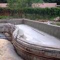 Concretagem da parede e instalação de acessórios e rede hidráulica